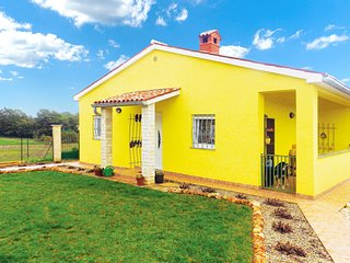Amazing home in Marcana w/ WiFi and 2 Bedrooms (CIO064)