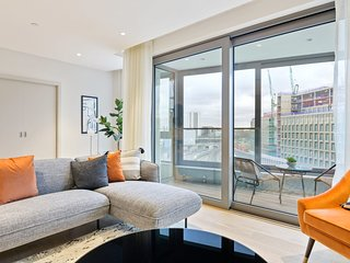 Large Contemporary Top-Floor Apartment in London with 3 Bedrooms & Balcony