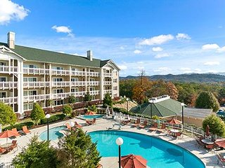 Spacious Townhome w/ Resort Indoor & Outdoor Pools, 3 Hot Tubs, WiFi & More!