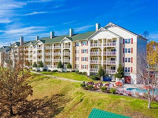 Cozy Condo w/ Resort Indoor & Outdoor Pools, 3 Hot Tubs, WiFi & More!