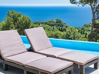 Blanes Villa Sleeps 12 with Pool Air Con and Free WiFi - 5644613