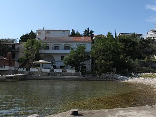 Stanisce Apartment Sleeps 6 with Air Con and WiFi - 5459036