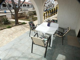 Vir Apartment Sleeps 6 with Air Con and WiFi - 5459160