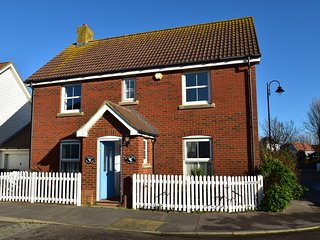 Strand House is a family & dog friendly holiday cottage in Camber Sands,near Rye