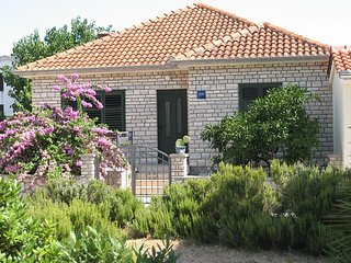 Pasman Holiday Home Sleeps 7 with Air Con and WiFi - 5459861