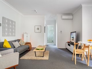 Convenient and Comfortable Unit Close to Macquarie