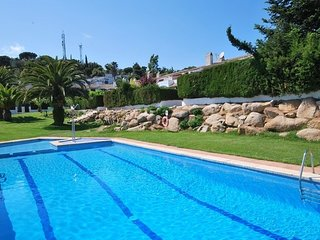 Tossa de Mar Villa Sleeps 5 with Pool and Free WiFi - 5570333