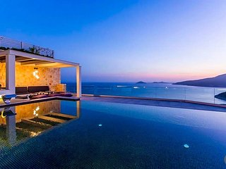 Kalkan Villa Sleeps 10 with Pool and Air Con - 5433243