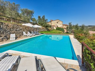 Collepetroso Holiday Home Sleeps 22 with Pool Air Con and WiFi - 5226884
