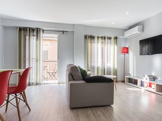Beautiful 2 Bedroom Wifi AC Apartment by the Turia Gardens