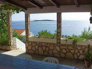 Milna Apartment Sleeps 4 with Air Con and WiFi - 5460203
