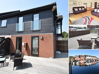 Heron Cottage- Horning - Luxury 2 bedroom waterside townhouse