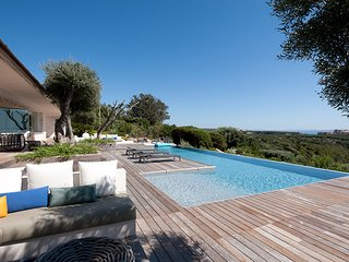 Bonifacio Villa Sleeps 8 with Pool and Air Con - 5690271
