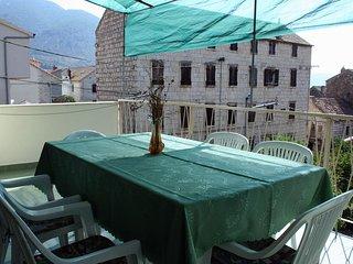 Komiza Apartment Sleeps 7 with Air Con - 5460688