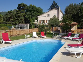 No 35 Beautiful villa with pool,garden and stunning views - 3 Dbl rooms