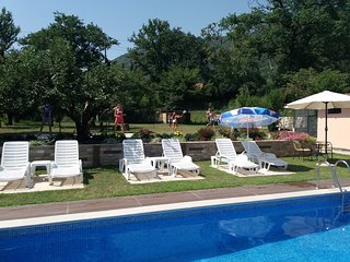 Tuzi Apartment Sleeps 3 with Pool Air Con and WiFi - 5774934