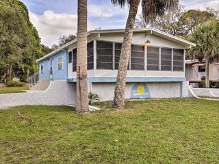 Holiday Home w/ Deck - Walk to Beach Park!