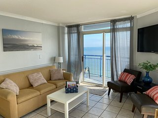 2bd, 2bt, Penthouse, Oceanfront, large balcony, sleeps 8 lazy river, indoor pool