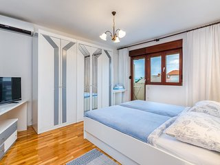 Selce Apartment Sleeps 2 with Air Con - 5461588