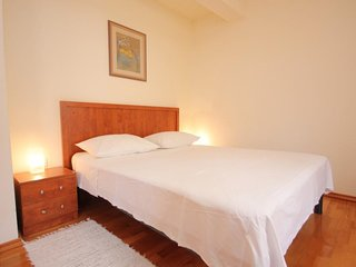 Komiza Apartment Sleeps 3 with Air Con and WiFi - 5461594