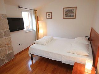 Komiza Apartment Sleeps 2 with Air Con and WiFi - 5461597