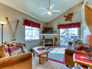 Spacious and family-friendly home w/ loft, gas grill, balcony & shared hot tub!
