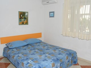 Promajna Apartment Sleeps 4 with Air Con and WiFi - 5606394