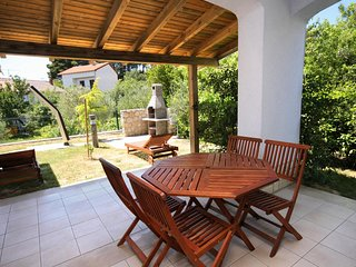 Rab Apartment Sleeps 4 with Pool Air Con and WiFi - 5461815