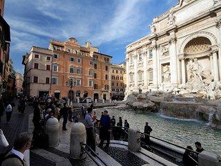Crociferi - Elegant 2 bedroom flat, steps from Trevi Fountain