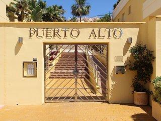 Elegant and Contemporary Apartment in Puerto Alto, Estepona