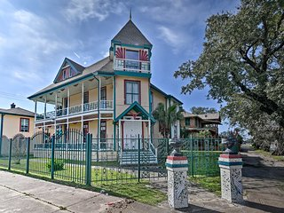 NEW! Group-Friendly Galveston 'Gingerbread House'!