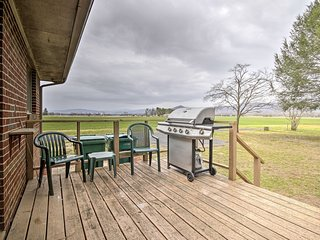 NEW! Shenandoah Riverfront Retreat w/ Fire Pit!