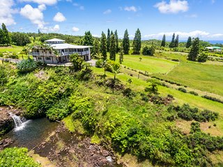 Unspoiled Unforgettable Hilo Waterfall Family Farm