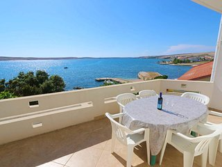 Kustici Apartment Sleeps 6 with Air Con and WiFi - 5462246