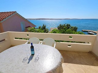 Kustici Apartment Sleeps 4 with Air Con and WiFi - 5462247