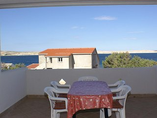 Kustici Apartment Sleeps 5 with Air Con and WiFi - 5462253