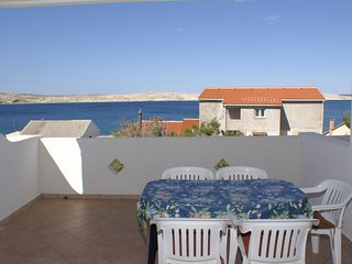 Kustici Apartment Sleeps 6 with Air Con and WiFi - 5462257