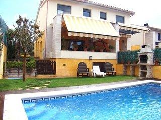 Palamos Villa Sleeps 8 with Pool Air Con and Free WiFi - 5509375
