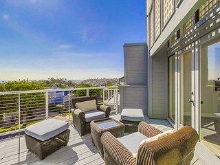 Luxury Townhouse, Amazing Views, Pool, Spa, Garage & AC!
