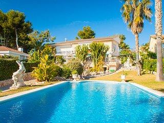 Cunit Villa Sleeps 8 with Pool - 5509082