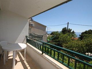 Makarska Apartment Sleeps 8 with Air Con and WiFi - 5466597