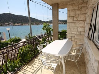 Vinisce Apartment Sleeps 6 - 5463538