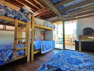 Beachfront Nice shared room in playa del amor Mancora