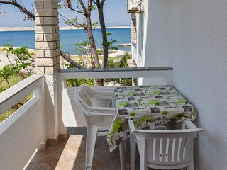 Kustici Apartment Sleeps 2 with Air Con and WiFi - 5465785