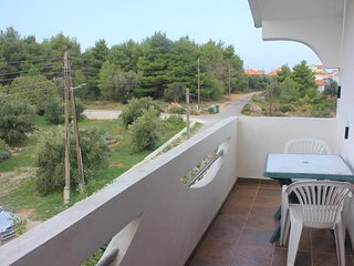 Cimera Apartment Sleeps 6 with Air Con and WiFi - 5468020