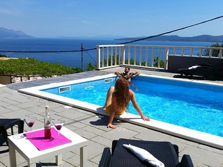 Marusici Holiday Home Sleeps 5 with Pool Air Con and WiFi - 5470954