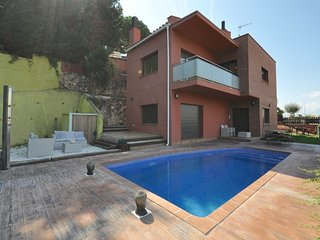 Blanes Villa Sleeps 8 with Pool and Free WiFi - 5583172