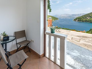 Pucisca Apartment Sleeps 2 with Air Con and WiFi - 5464646
