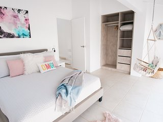 UNIT 4 WEYBA LODGE NOOSA,SANDY SHORELINE,SLEEPS 7, WATER, SUN, SAND