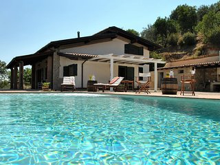 Itri Villa Sleeps 8 with Pool Air Con and WiFi - 5312808
